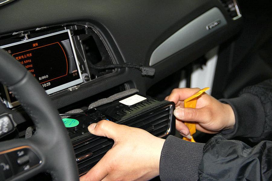 汽车音响主机的拆卸方法